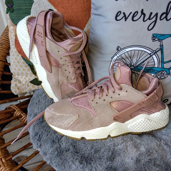 Pink suede Nike Huaraches 700115cf6d97